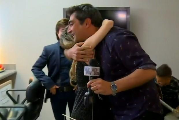 Zeca abraça Sandy (Foto: Vídeo Show/TV Globo)