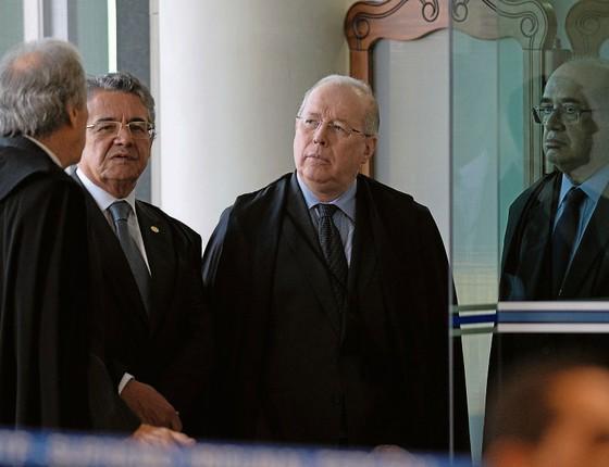 O ministro Celso de Mello (á dir),ao lado ddos colegas Ricardo Lewandowski e Marco Aurélio Mello ( centro).Seu voto contudente,indica dias difíceis para réus da Lava Jato (Foto:  ANDRESSA ANHOLETE/AFP)