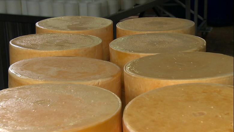 tv-queijo-amparo-fazenda-atalaia (Foto: Reprodução/ TV Globo)