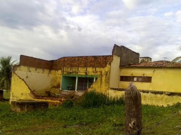 Vinte e quatro internos que estavam no local tiveram que ser transferidos para cadeias de outros municípios. (Foto: Franzé Sousa/TV Verdes Mares)