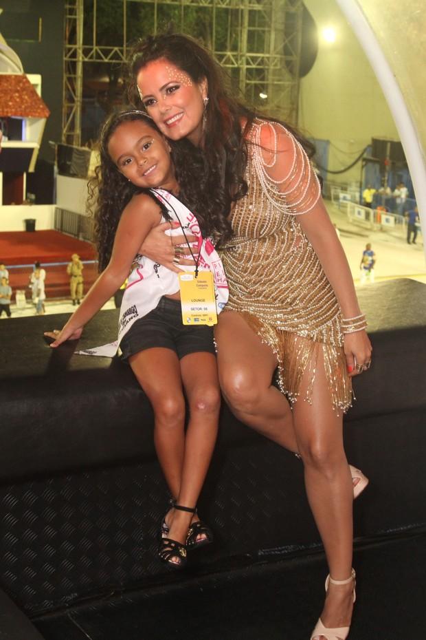 Luciele di Camargo e filha  (Foto: Anderson Borde / Agnews)