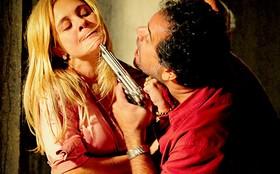 Sequestrador perde a paciência e começa a torturar Carminha