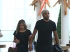 Adriano e Micaele Mesquita vão ao cinema de mãos dadas no Rio
