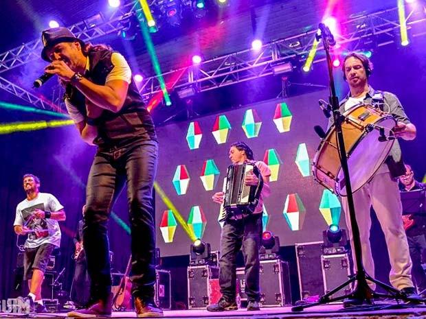 """Músicos do Falamansa durante show; banda lança """"Lá da alma"""" em show em Brasília (Foto: Pinguim/Divulgação)"""