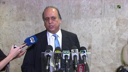 Pezão diz que espera regularizar salários no RJ até fim de agosto
