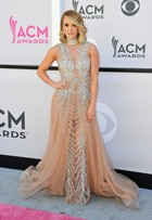 Carrie Underwood e mais famosas arrasam nos looks no ACM Awards