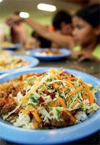 A COMIDA Um prato de merenda servido numa escola de São Paulo (Foto: Clayton De Souza/AE)