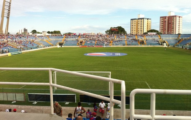 Estádio Presidente Vargas antes do amistoso entre Fortaleza e Trairiense (Foto: Divulgação)