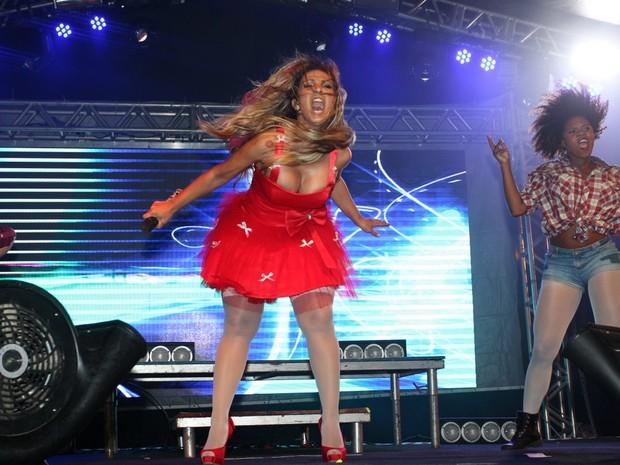 Valesca Popozuda no show no Complexo do Alemão, no Rio (Foto: Delson Silva/ Ag. News)