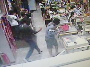 Divinópolis, suspeitos, criminosos, assalto, supermercado (Foto: Polícia Militar / Divulgação)