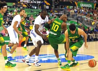 Brasil basquete jogo França Copa do Mundo (Foto: AFP)