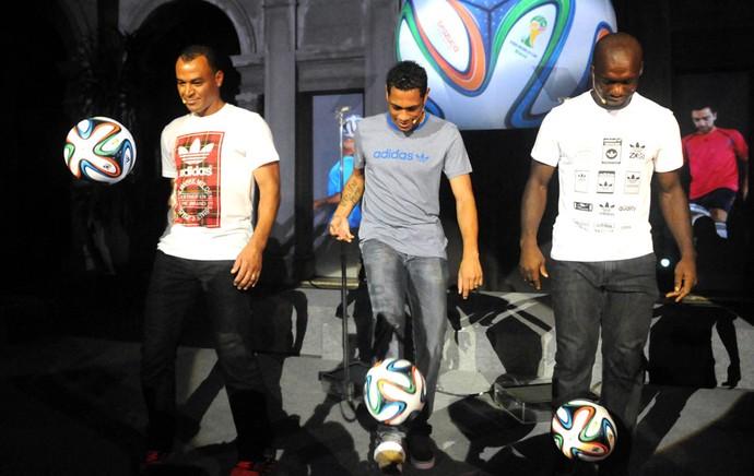 Cafu, Hernanes e Seedorf Lançamento Brazuca Copa 2014 (Foto: André Durão)