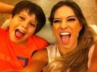 Mayra Cardi posa com o filho, Lucas Cardi. Veja