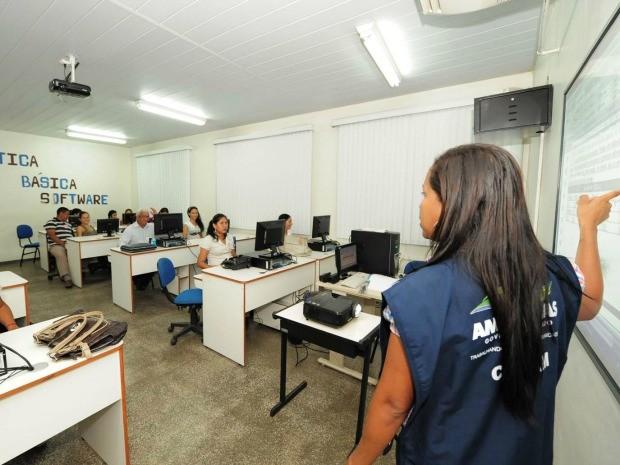 Há vagas para cursos de informática (Foto: Agecom/Divulgação)