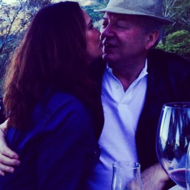 Luiza Brunet posta foto em clima de romance com o namorado