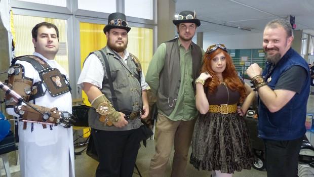Essa turma curte o estilo steampunk! (Foto: Divulgação/RPC TV)