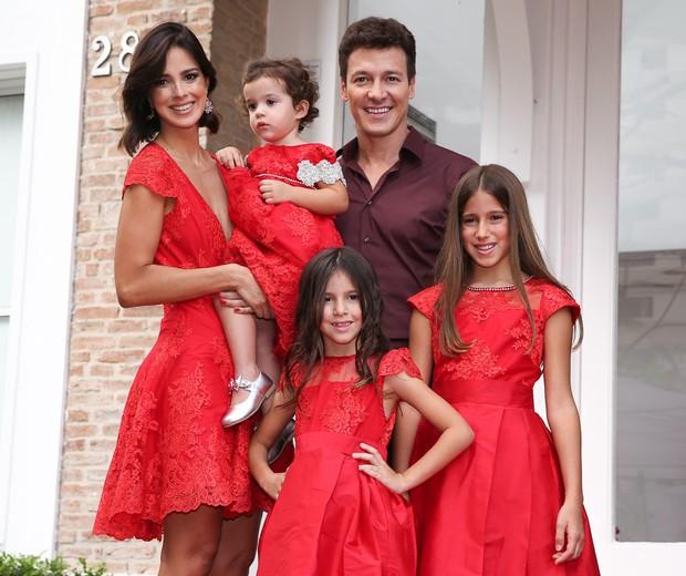 Vera e Rodrigo com as meninas (Foto: Manuela Scarpa/Arquivo pessoal)