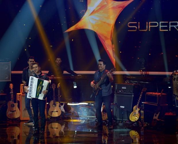 Luan e Forró Estilizado cantam clássico 'Esperando na Janela' (Foto: Camila Serejo/TV Globo)