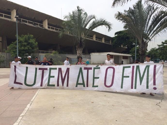 Faixa torcida do flu (Foto: Sofia Miranda)