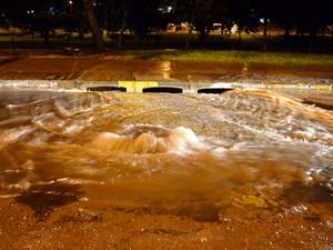Alagamentos são recorrentes na cidade quando chove forte (Foto: Acácio Rocha/Siga Mais/Cedida)
