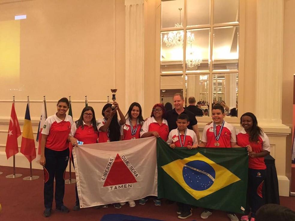 Equipe medalha de bronze na competição internacional de raciocínio disputada na Grécia (Foto: Divulgação)