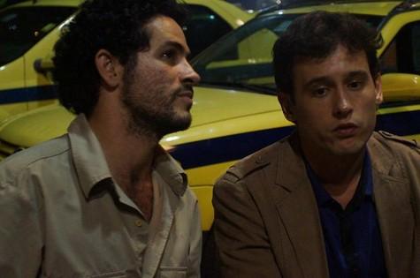 Vinícius de Oliveira e Guilherme Dellorto em cena de 'Santo forte' (Foto: Reprodução)