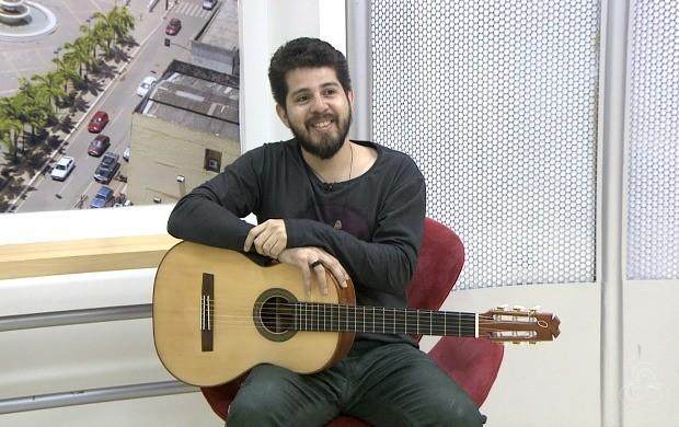 Eduardo Branco mostra canções do novo CD e fala sobre as influências de compositores do Norte e Sul do Brasil (Foto: Bom Dia Amazônia)