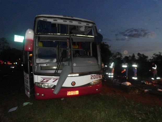 Acidente aconteceu na madrugada desta segunda-feira (21) (Foto: Polícia Rodoviária Federal / Divulgação)