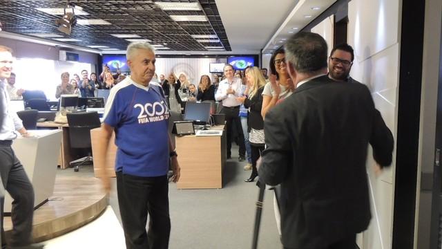 Mário Motta foi recebido com carinho pelos colegas e família (Foto: RBS TV/Divulgação)