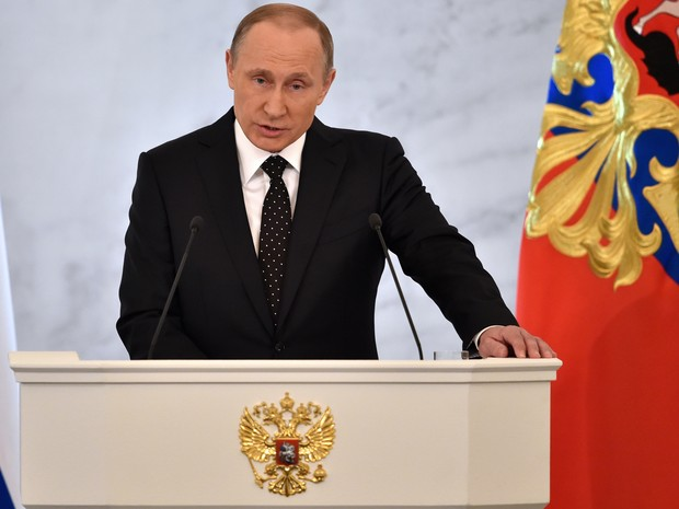 O presidente da Rússia, Vladimir Putin, fala durante seu discurso anual do estado da nação nesta quinta-feira (3) (Foto: Kirill Kudryavtsev/AFP)