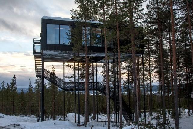 A escada leva os hóspedes até a cabine localizada a 33 metros de altura (Foto: Reprodução/Johan Jansson)