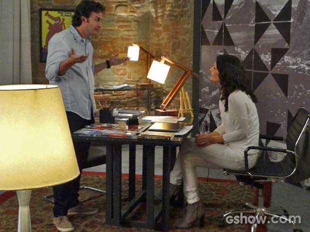 Laerte se exalta com Verônica e ela reage (Foto: Em Família/ TV Globo)