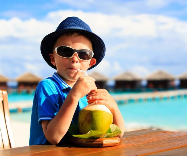Crianças podem tomar água de coco, mas com moderação (Foto: Thinkstock)
