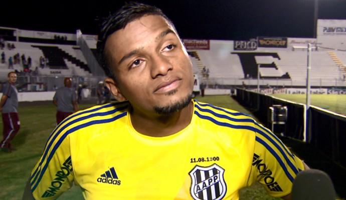 Reinaldo lateral Ponte Preta (Foto: Carlos Velardi / EPTV)
