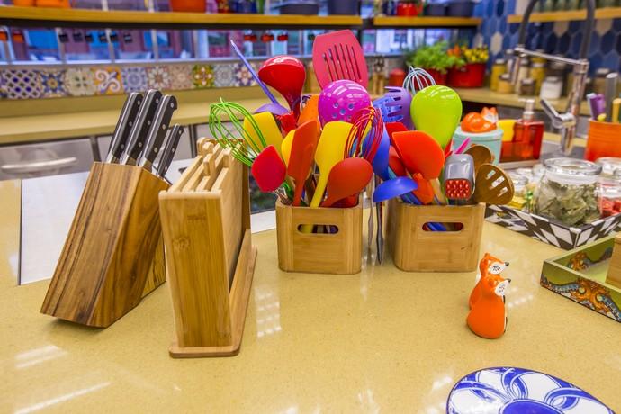 Impossível não gostar de cozinhar com esses utensílios MARA!  (Foto: Artur Meninea)