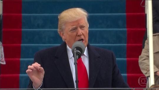 Trump assume a presidência dos EUA criticando antecessores