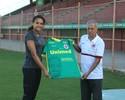 Desportiva homenageia Alexandra Nascimento com camisa do clube