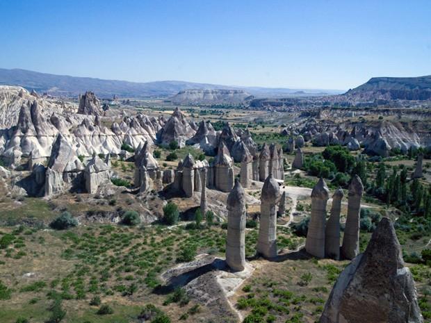 As formações rochasas são conhecidas como chaminés de fada (Foto: Salve Jorge/TV Globo )