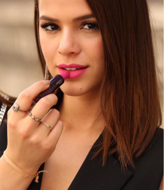 Bruna Marquezine lança o novo batom da Eudora, Pink Glam, em Paris (Foto: Reprodução/Instagram)