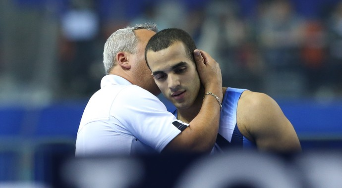 Danell Leyva recebe o carinho de Yin Alvarez no Mundial de ginástica (Foto: Ricardo Bufolin/CBG)