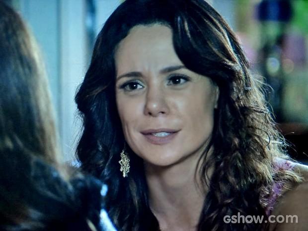 Juliana diz para Clara experimentar e se arriscar em novas aventuras (Foto: Em Família/ TV Globo)