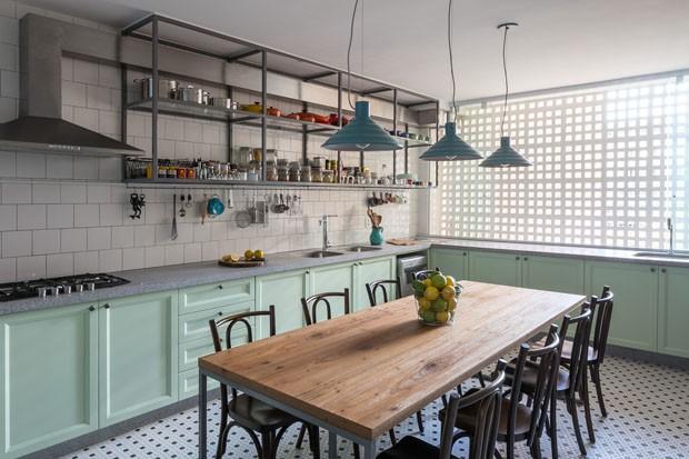Cozinha de chef é atração do apartamento em Brasília (Foto: Haruo Mikami)