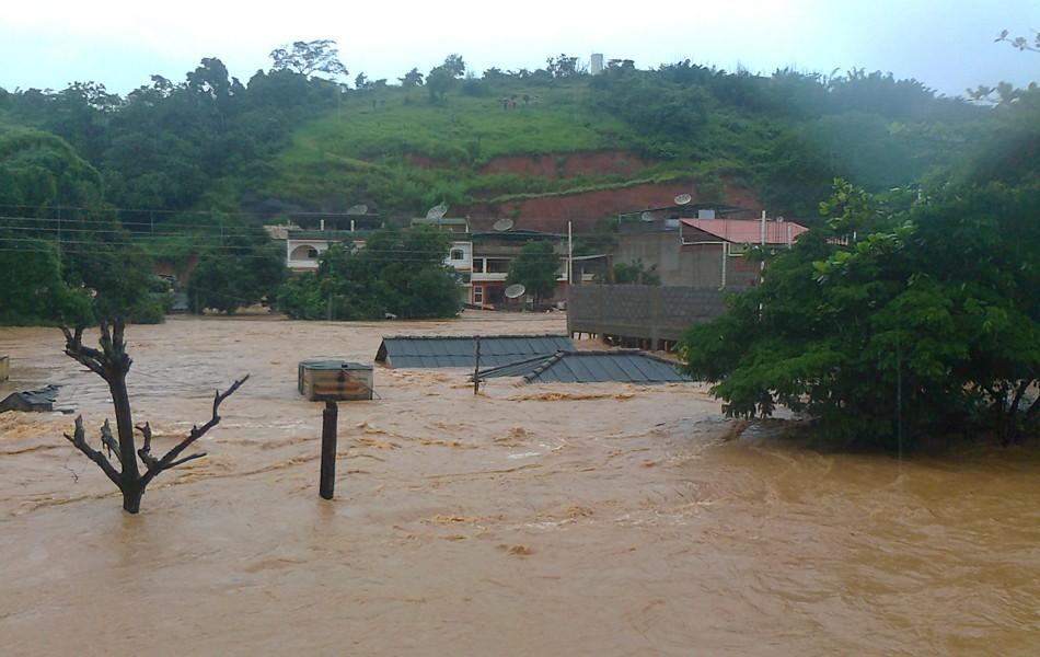 Chuva em MG (Foto: Ronivaldo Pinheiro de Oliveira/VC no G1)