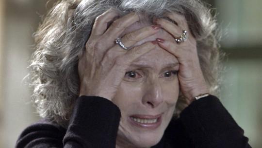 Durante reencontro, Alberto conta para Vitória que Emília não morreu