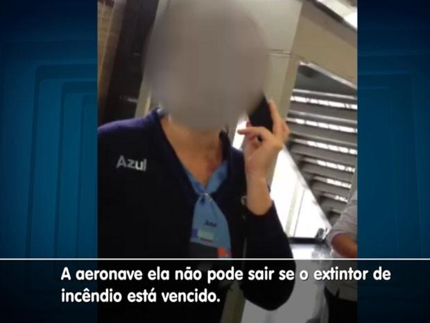 Funcionária da companhia aérea afirma que o problema ocorreu por conta do equipamento vencido na aeronave no aeroporto de Campinas (Foto: Reprodução/ EPTV)