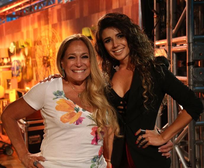 Paula Fernandes posa para foto com Susana Vieira após o Altas Horas (Foto: Carol Caminha/Gshow)