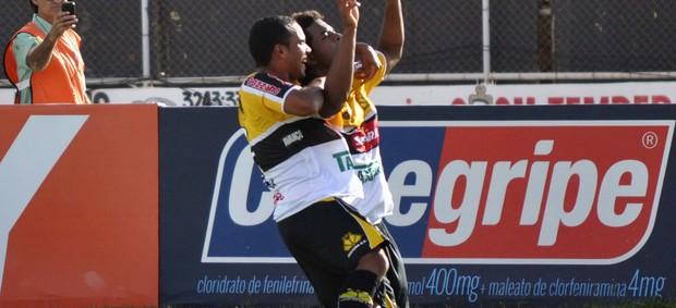 Jogadores gol Criciúma (Foto: Frankie Marcone / Futurapress)