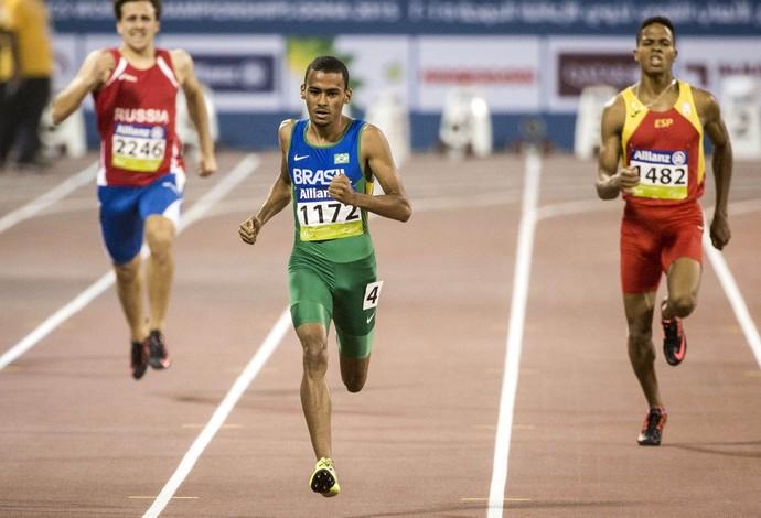 Daniel Tavares foi o primeiro brasileiro com deficiência intelectual a garantir um título mundial no atletismo paralímpico (Foto: Daniel Zappe/CPB)