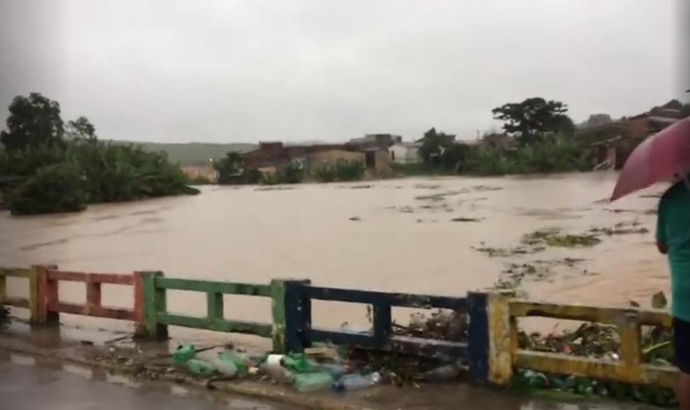 Chuva em Barra de Guabiraba deixou mais de 4 mil desabrigados (Foto: Edvanio Sérgio / Arquivo Pessoal)