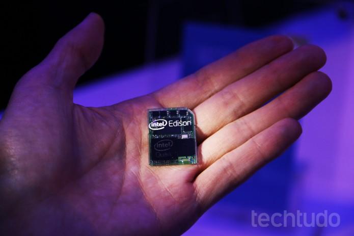 Edison é computador da Intel equivalente a Pentium quad-core que tem o tamanho de um cartão SD (Foto: Fabrício Vitorino/TechTudo)